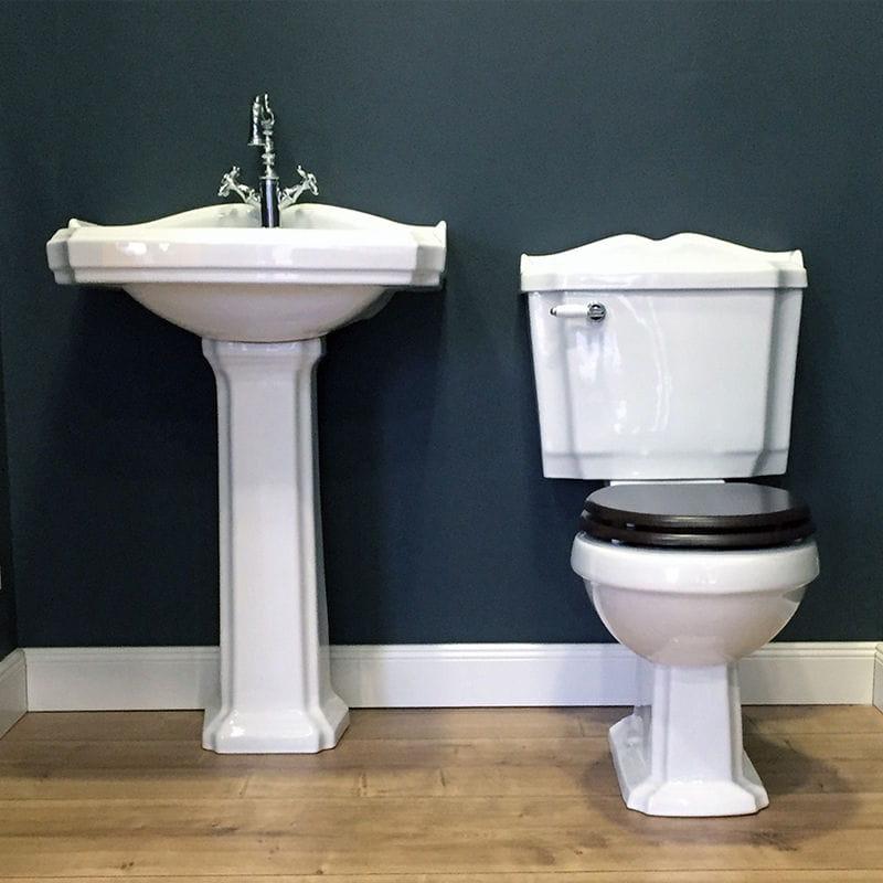 wc retro vente d 39 un pack wc r tro poser en c ramique sortie horizontale kompakt retro wc. Black Bedroom Furniture Sets. Home Design Ideas
